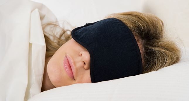 8716b5ba167 13 Best Sleep Mask for Side sleepers in 2019 (Review   Guide) - Mippin