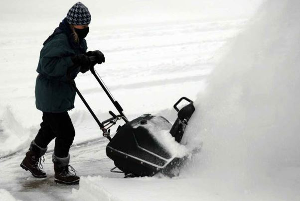 Guide to Choose Best Snow Blowers for You - Mippin