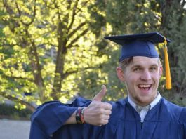 What to expect from a health administration degree