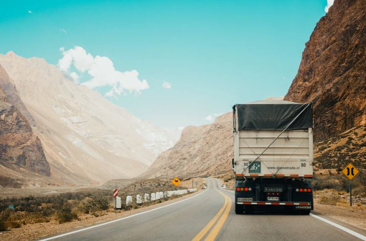 When to Contact a Truck Accident Lawyer